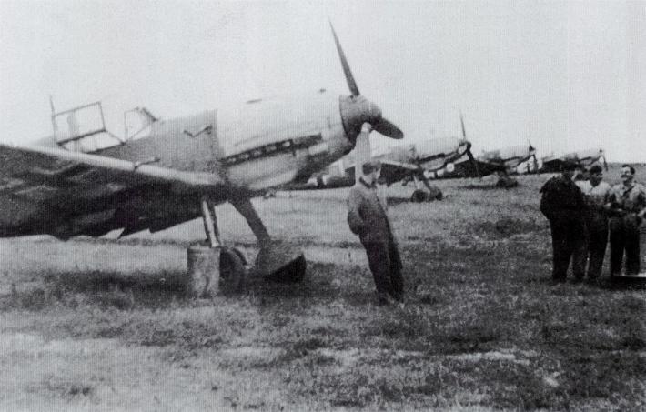 aeroport-de-calais-marck-en-1940-messerschmitt-bf-109-e-emil.jpg