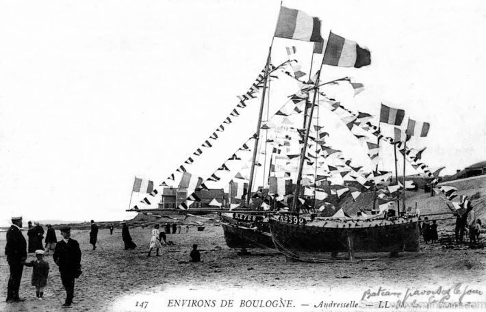 audresselles-bateaux-pavoisant-le-jour-de-la-saint-pierre-herve-tavernier-calais-1.jpg