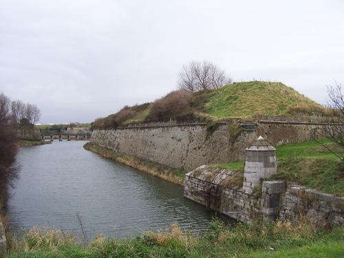 bastion-nord-est-de-la-citadelle-et-sa-dame-herve-tavernier-calais.jpg