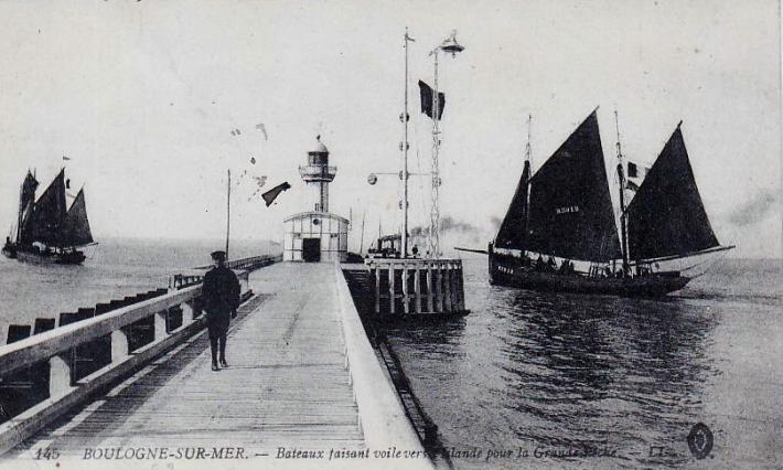 boulogne-bateaux-faisant-voile-vers-islande.jpg