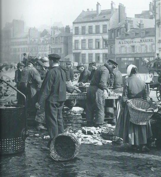 boulogne-debarquement-du-poisson-en-1950.jpg