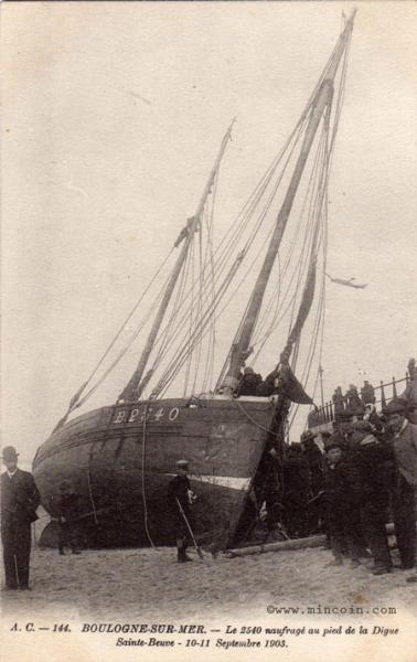 boulogne-le-2540-naufrage-au-pied-de-la-digue-sainte-beuve-septembre-13-herve-tavernier-calais.jpg