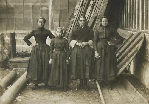 ancien-boulogne-vieux-matelotes-boulonnaises-employees-a-la-saurisserie.jpg