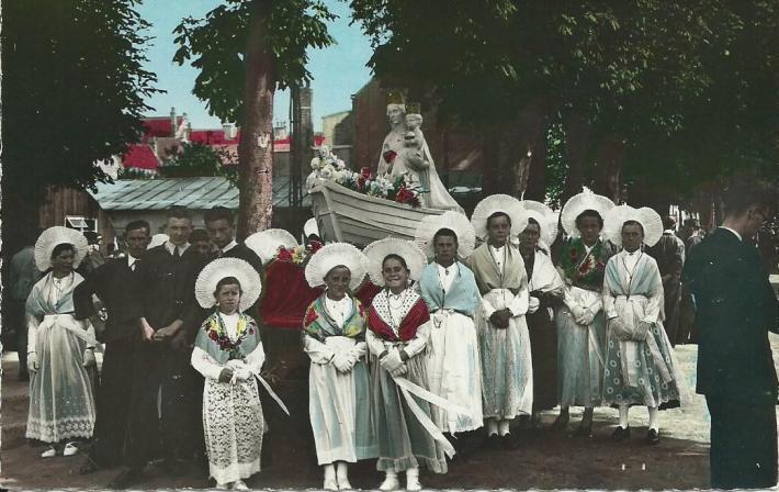 boulogne-sur-mer-jour-de-procession-de-notre-dame-de-boulogne.jpg