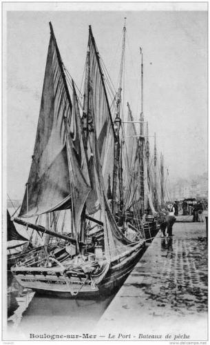 boulogne-sur-mer-le-port-bateaux-de-peche-herve-tavernier-calais-1.jpg
