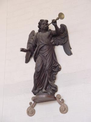 calais-ange-musicien-statue-du-buffet-dorgue-herve-tavernier-calais.jpg