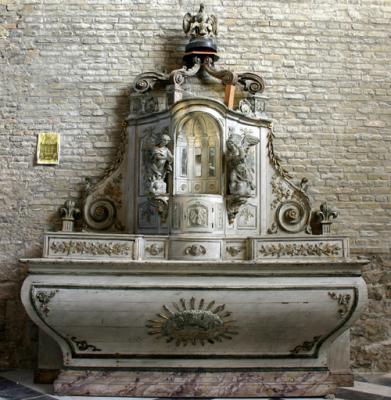 calais-autel-de-l-ancienne-eglise-st-pierre-installe-dans-l-eglise-notre-dame-herve-tavernier-calais.jpg