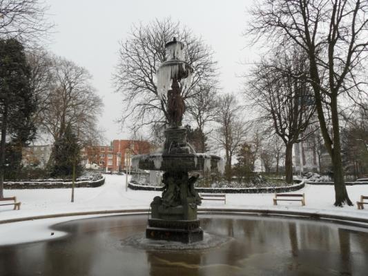 calais-fontaine-du-parc-saint-pierre-et-ses-anges-herve-tavernier-calais.jpg
