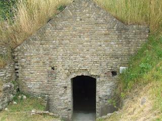 calais-le-fort-nieulay-entree-d-un-entrepot-d-armes-de-munitions-de-ravitaillement-vieux-fort-anciennes-fortifications-de-vauban.jpg