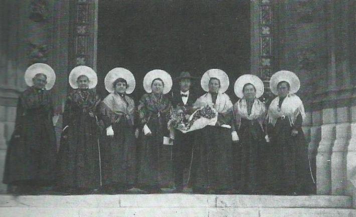 calais-les-dames-de-la-halle-en-1927-courgain-matelote-ancien-calais.jpg