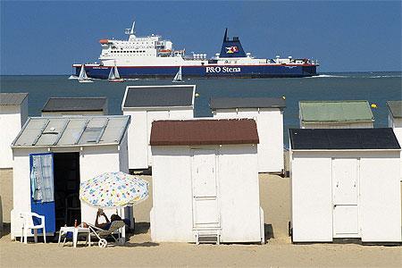 chalets-sur-la-plage-de-calais-herve-tavernier-calais.jpg