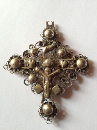 croix-boulonnaise-ou-flamande-arriere-du-bijou.jpg