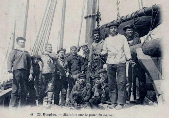 etaples-matelots-sur-le-pont-d-un-bateau.jpg