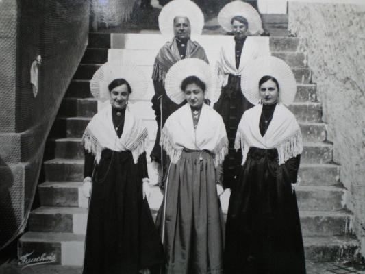 matelotes boulonnaises en 1951 herve tavernier calais.jpg