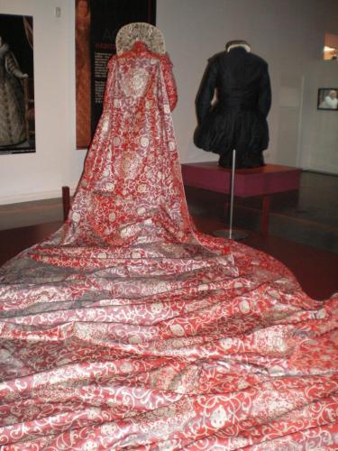 robe d'isabelle adjani dans le film la Reine Margot cinema.jpg