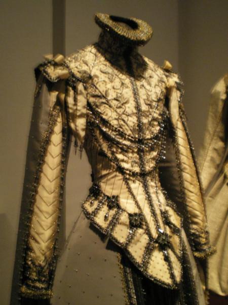 costume de theatre cite de la dentelle calais.jpg