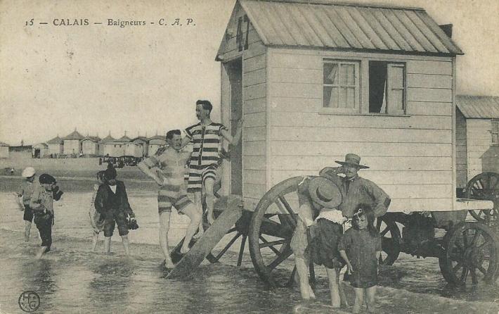 l-heure-du-bain-a-calais-en-1900.jpg