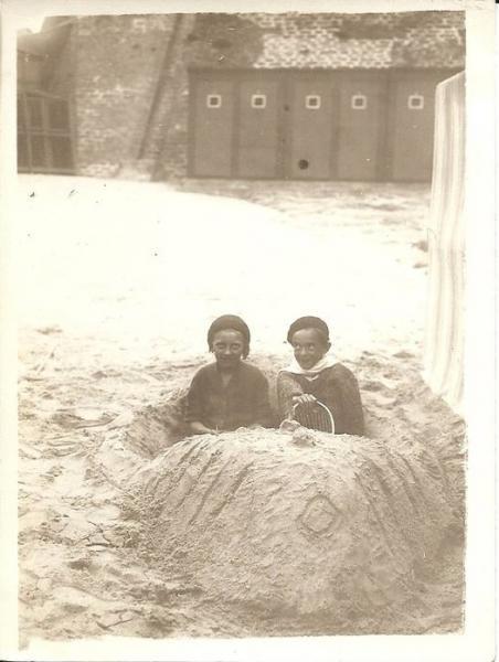 le-portel-enfants-jouant-sur-la-plage.jpg