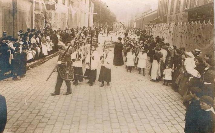 le-portel-procession-filets-de-peche.jpg