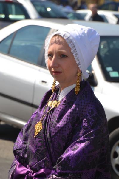 le-portel-une-belle-matelote-en-tenue-de-ceremonie-portant-la-grande-croix-boulonnaise-herve-tavernier-calais.jpg