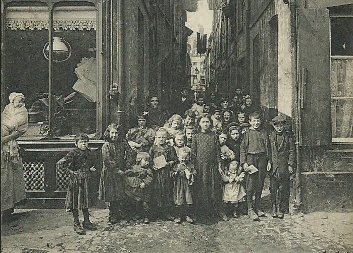 les-margats-dans-une-rue-du-courgain-1.jpg