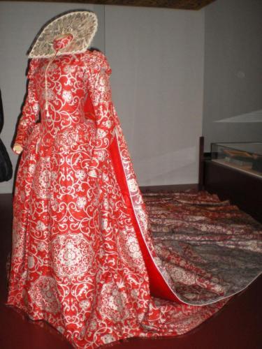 robe-isabelle-adjani-dans-la-reine-margot.jpg