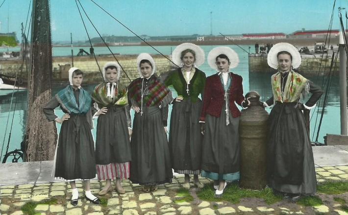 group-des-dames-de-la-halle-calais.jpg