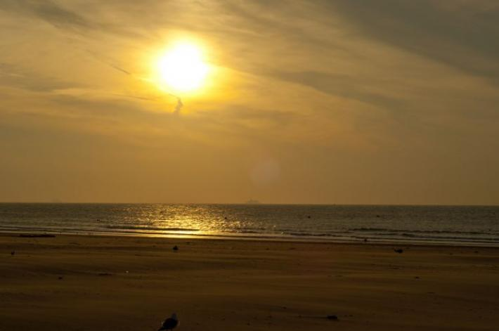soleil-couchant-plage-de-calais-herve-tavernier-calais.jpg
