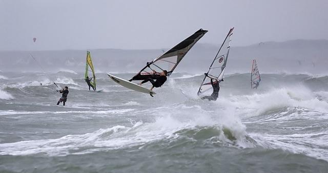 wimereux-windsurf-la-vague-est-la.jpg